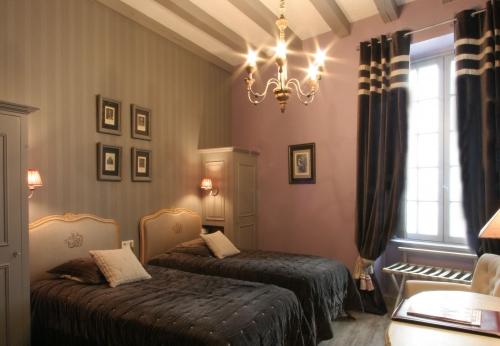 deluxe room h tel saint pierre 4 toiles saumur france. Black Bedroom Furniture Sets. Home Design Ideas