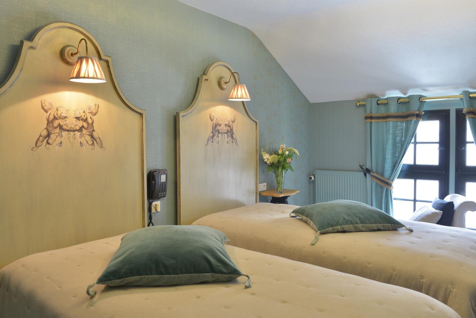 elegance room h tel saint pierre 4 toiles saumur france. Black Bedroom Furniture Sets. Home Design Ideas